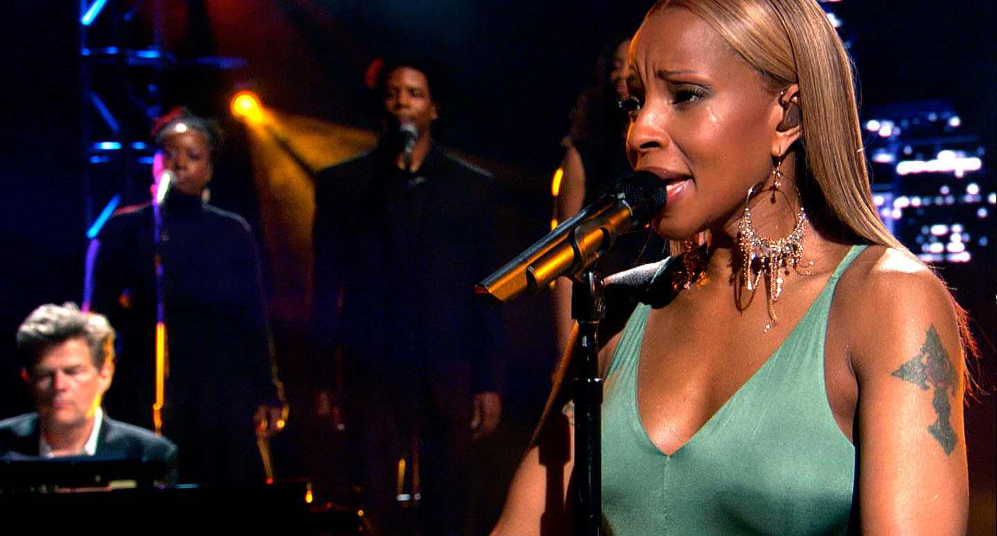 Mary J. Blige performs with David Foster